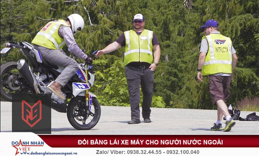 Đổi bằng lái xe máy cho người nước ngoài