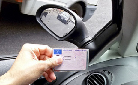 """Giấy phép lái xe của Vương quốc Anh được coi """"quyền lực"""" nhất thế giới"""
